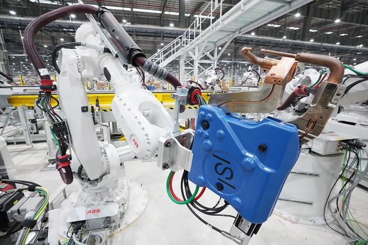 Xưởng hàn chứa 1.200 robot của VinFast tại Hải Phòng